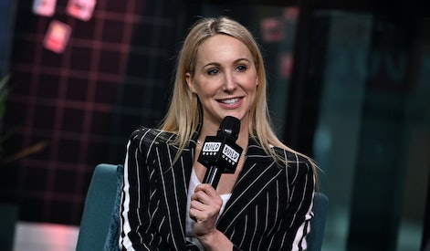 """NEW YORK, NEW YORK - NOVEMBER 07: (EXCLUSIVE COVERAGE) Comedian Nikki Glaser visits Build Series to discuss her Netflix stand-up special """"Bangin'"""" at Build Studio on November 07, 2019 in New York City. (Photo by Slaven Vlasic/Getty Images)"""