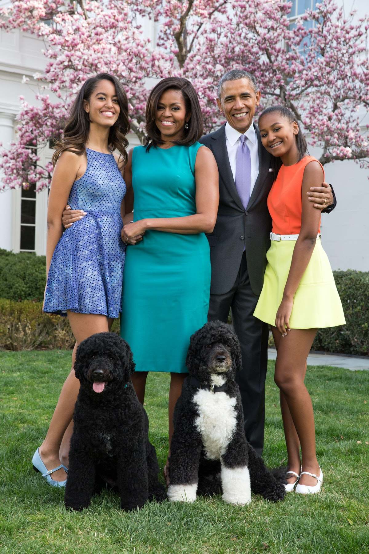 WASHINGTON, DC - APRIL 05: U.S. President Barack Obama, First Lady Michelle Obama, and daughters Mal...