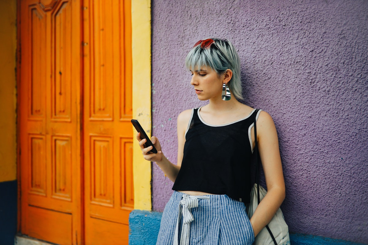 Here's why you get so frustrated when your husband ignores your calls and texts.