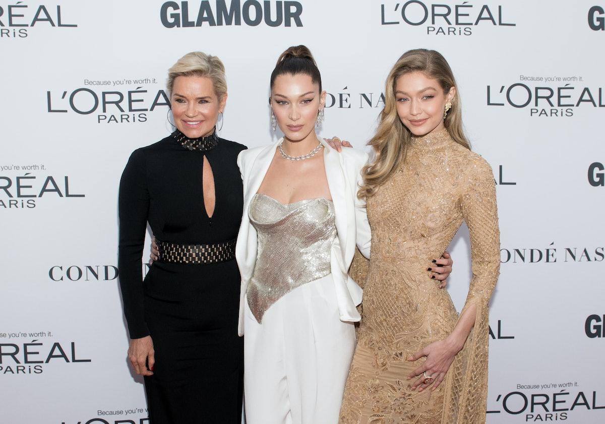 NEW YORK, NY - NOVEMBER 13: (L-R) Yolanda Foster, Bella Hadid and Gigi Hadid attend the 2017 Glamour...