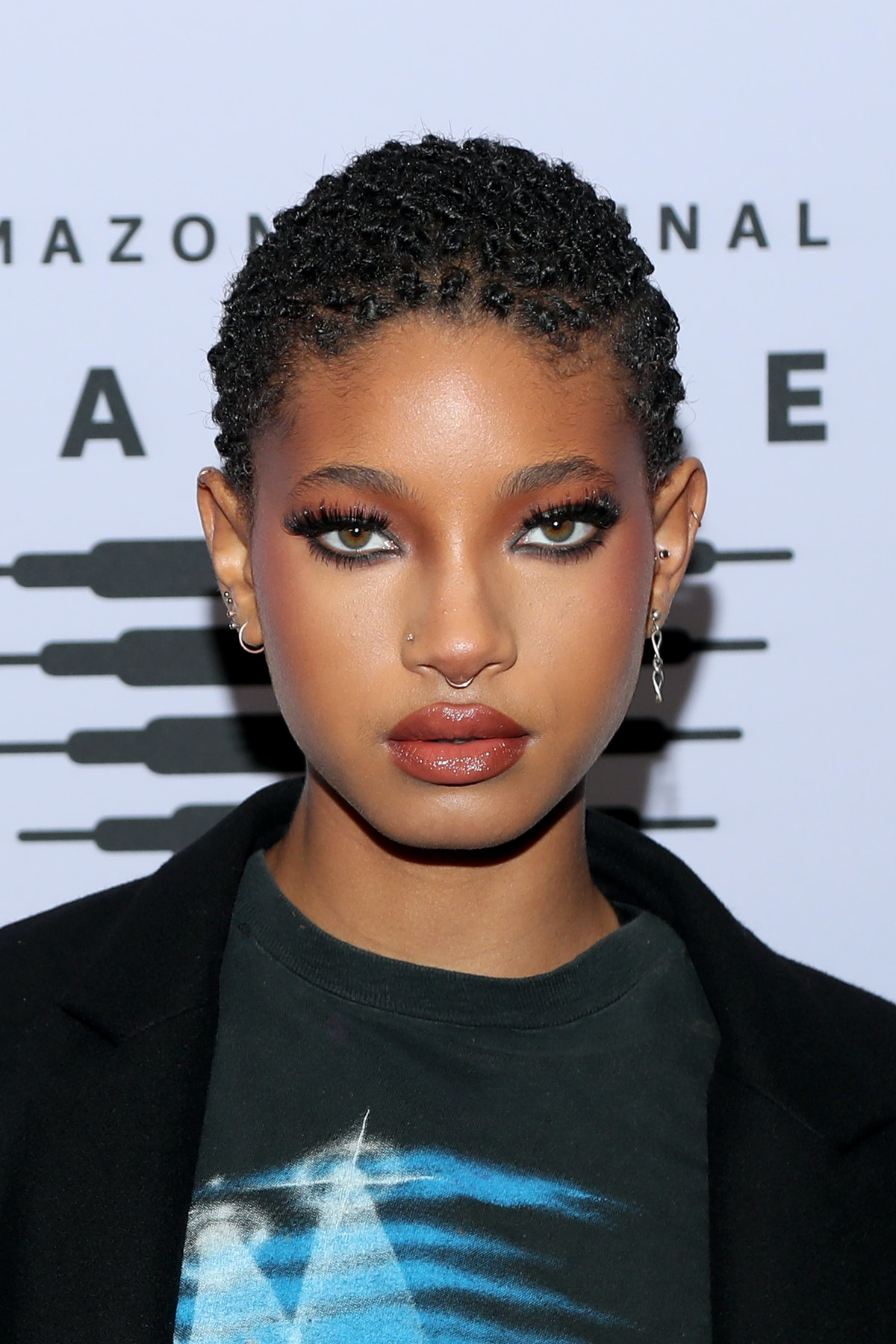 """Willow Smith shaved her head during a """"Whip My Hair"""" performance and the video is so wild."""