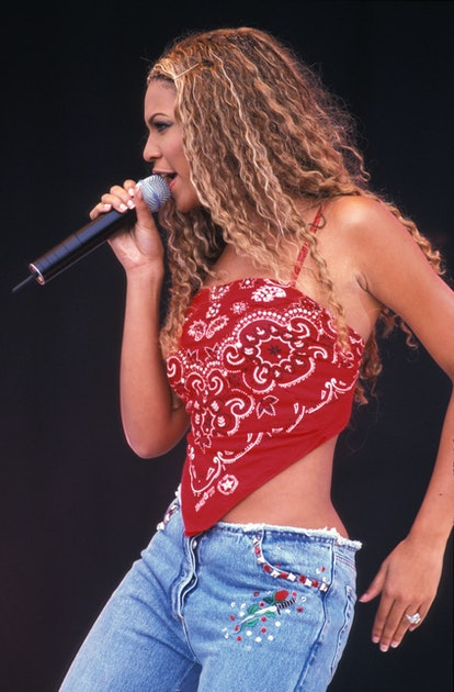 Bandana tops, all-over denim, and plastic jewelry: here are the 2000s fashion trends that no one wants to bring back.