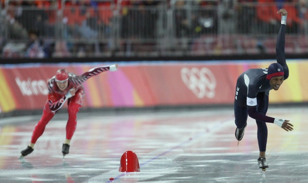 Turin, ITALY:  US Shani Davis (R) crosses the finish line ahead of Jeremy Wotherspoon of Canada of t...