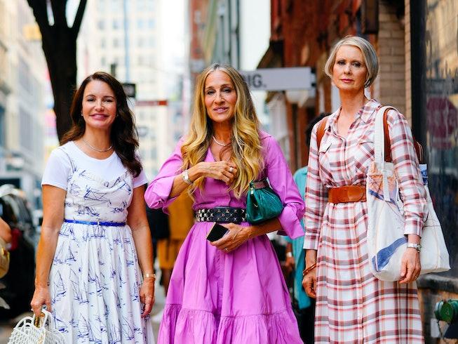 NEW YORK, NEW YORK - JULY 20:  (L-R) Kristin Davis, Sarah Jessica Parker and Cynthia Nixon are seen ...