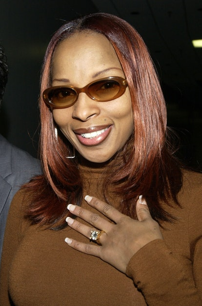 Mary J. Blige shows off ring. during Super Bowl XXXVI - Pre-Show Press Conference - Backstage at The...