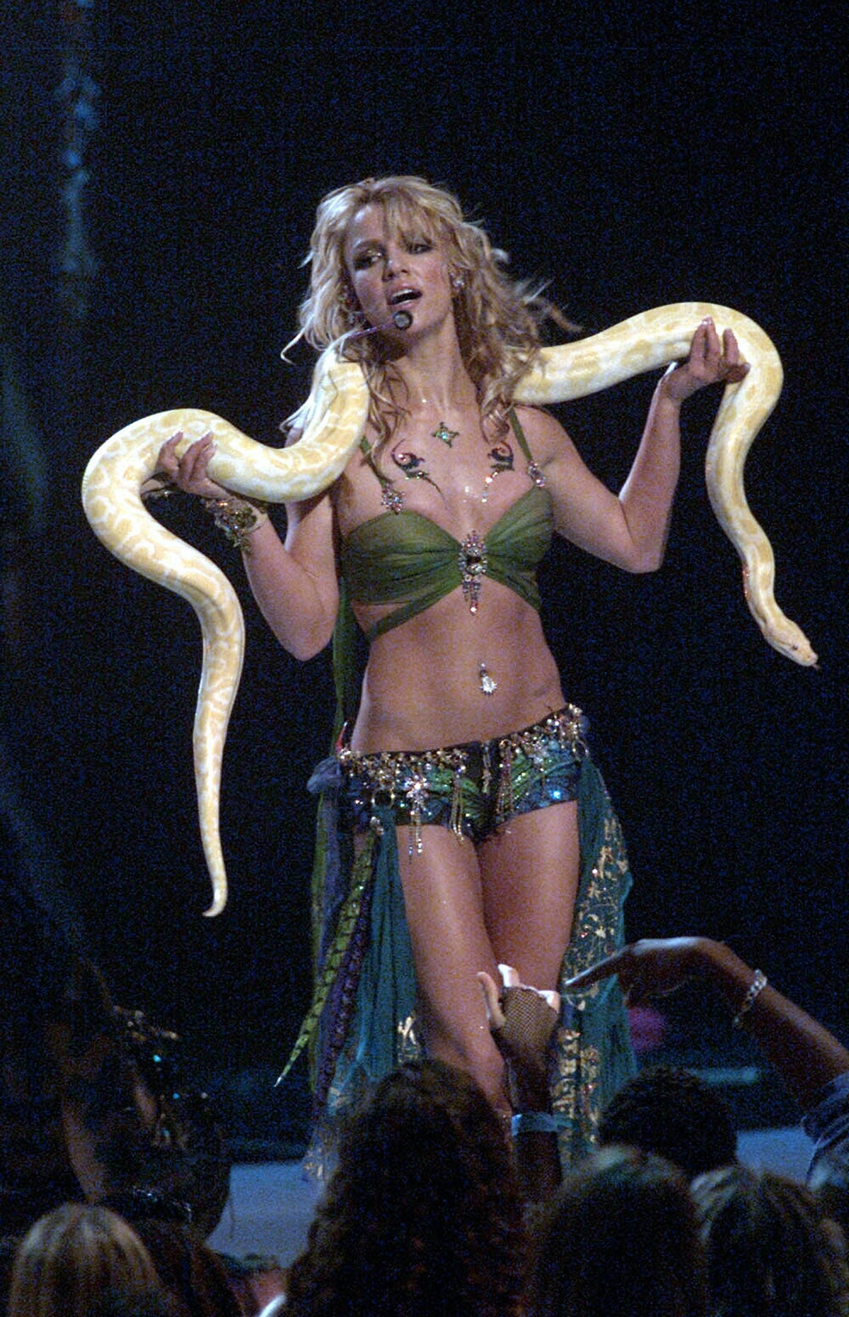 NEW YORK - SEPTEMBER 6: American pop star Britney Spears performs on stage at the 2001 MTV Video Music Awards held at the Metropolitan Opera House at the Lincoln Center on September 6, 2001 in New York City. (Photo by Dave Hogan/Getty Images)