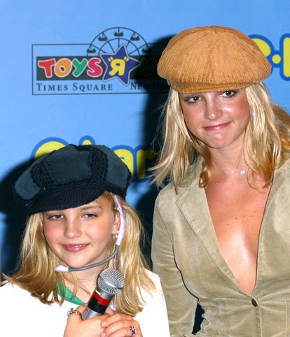 Jamie Lynn Spears and Britney Spears are shown here in the 2000s wearing matching hats.