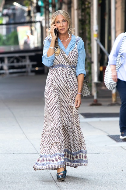 NEW YORK CITY, NY - JULY 27:  Sarah Jessica Parker is seen filming on July 27, 2021 in New York City...