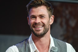 Chris Hemsworth has a great skateboarding workout with his daughter.