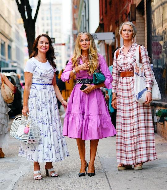 "NEW YORK, NEW YORK - JULY 20: Kristin Davis, Sarah Jessica Parker and Cynthia Nixon on the set of ""A..."
