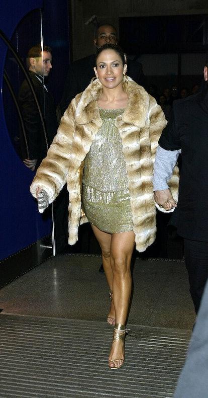 LONDON - FEBRUARY 26: American actress Jennifer Lopez arrives at the' 'Maid in Manhattan'' film prem...