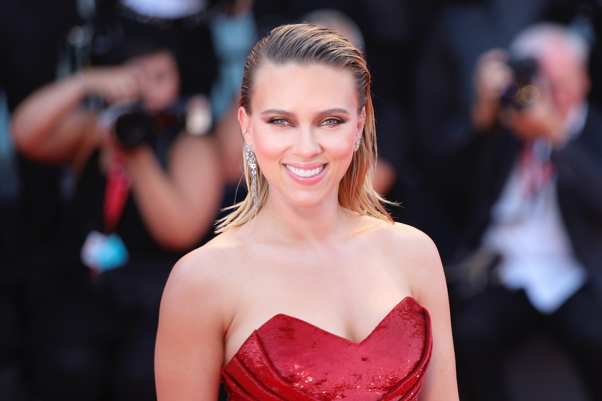 """VENICE, ITALY - AUGUST 29: Scarlett Johansson walks the red carpet ahead of the """"Marriage Story"""" scr..."""