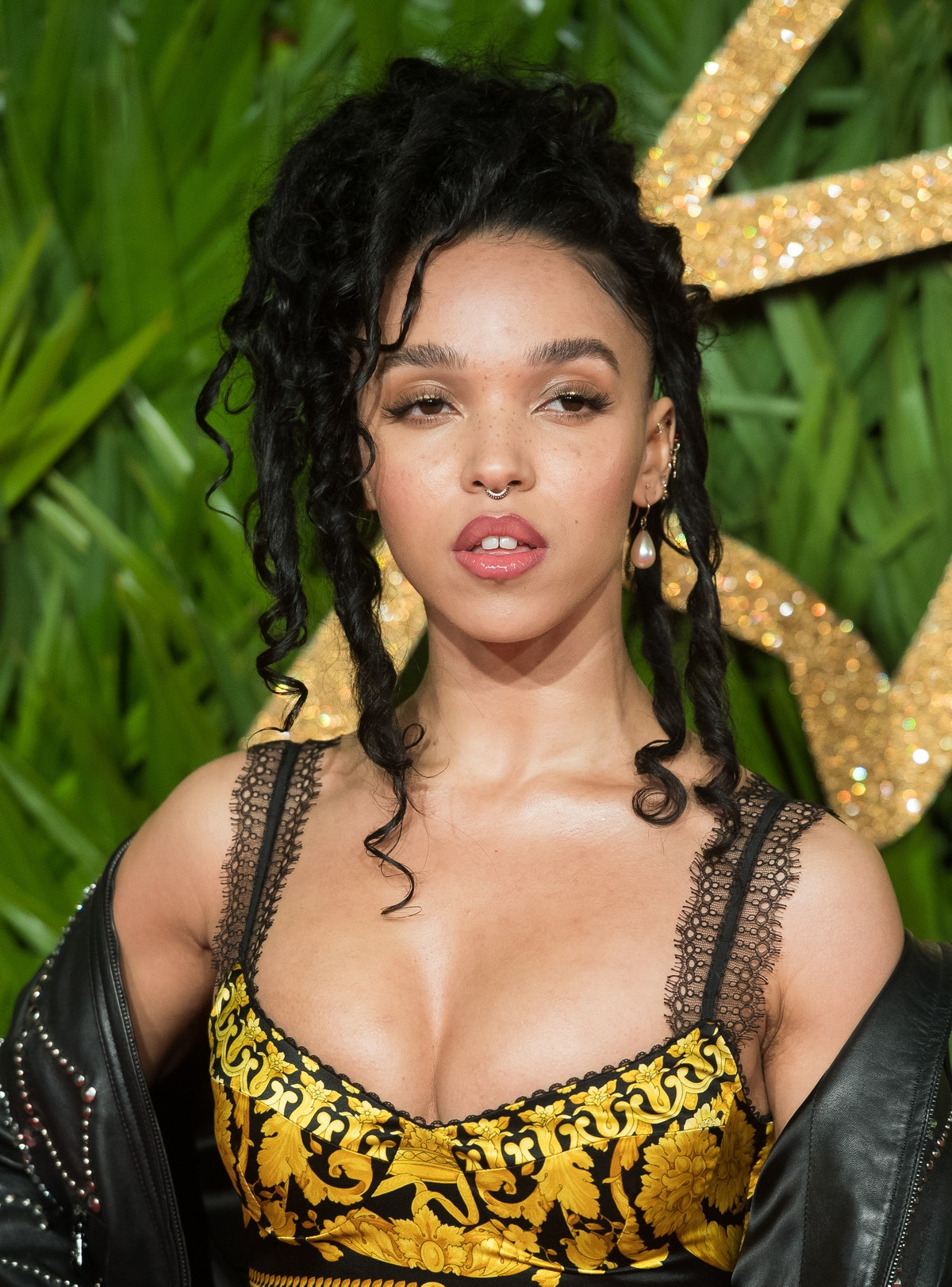 LONDON, ENGLAND - DECEMBER 04:  FKA Twigs attends The Fashion Awards 2017 in partnership with Swarov...