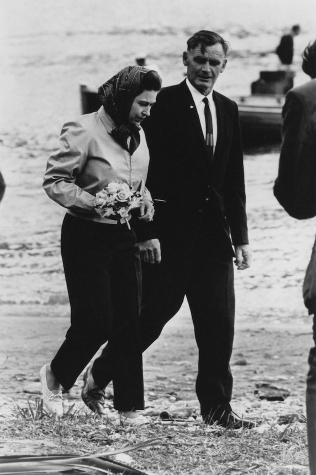 Queen Elizabeth wore pants on the beach.