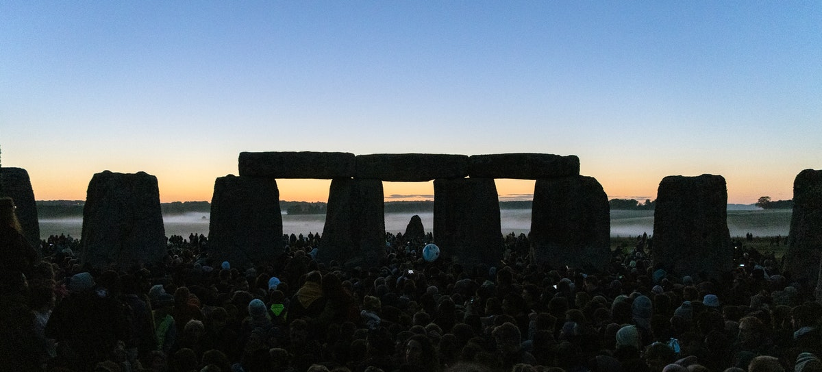 21st JUNE 2019 - SALISBURY, UK - Crowds gather to watch the 2019 summer solstice sunrise at the anci...
