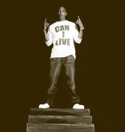 LOS ANGELES, CA - CIRCA 2003: American comedian, rapper, and television host Nick Cannon poses for a...
