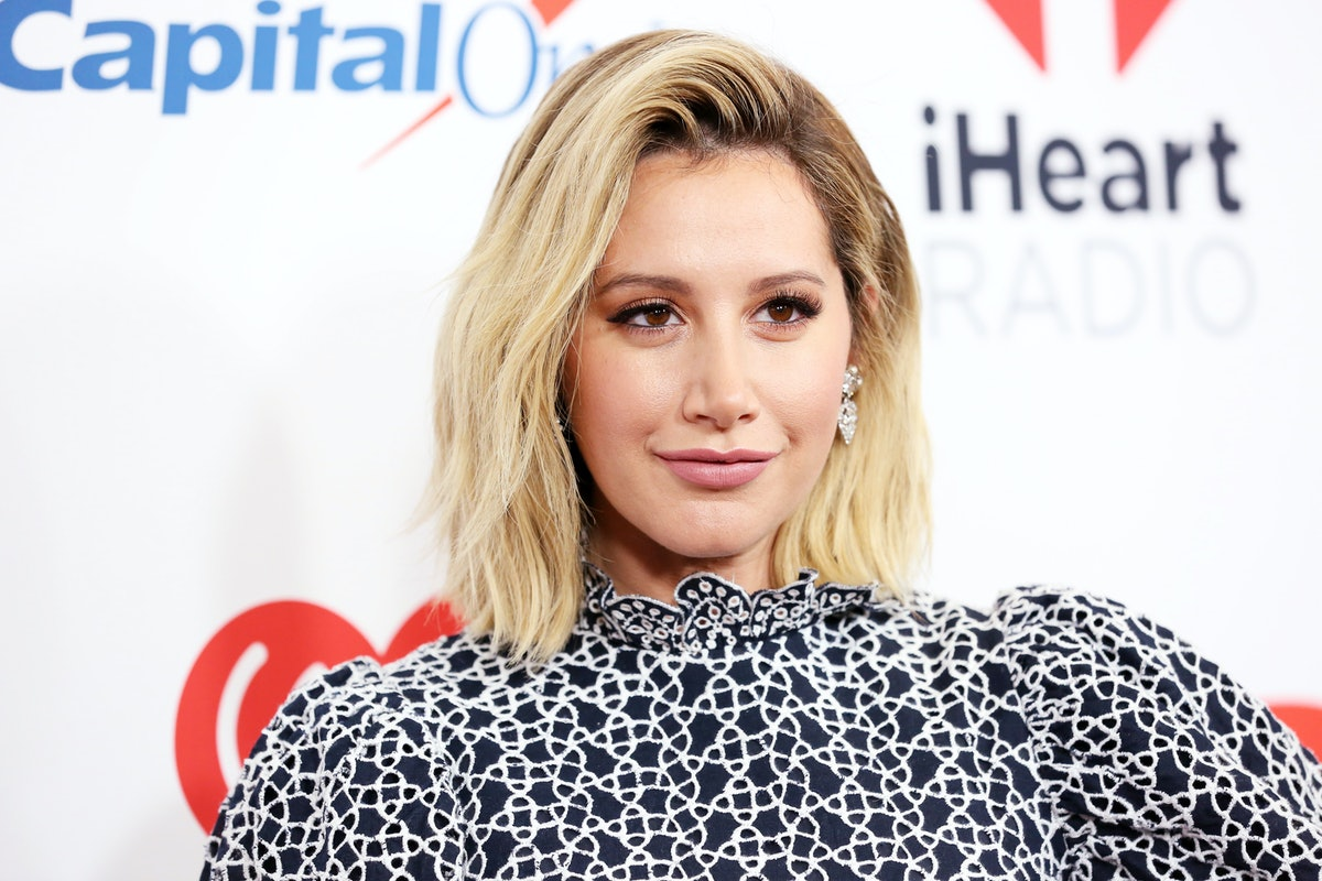 Ashley Tisdale with short, blonde hair at a red carpet event in 2018.