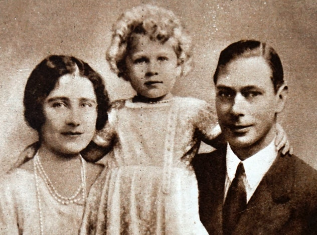 Princess Elizabeth poses with her parents.