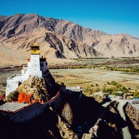 """Tibet: Travelers who love ancient human history should visit this """"roof of the world"""""""