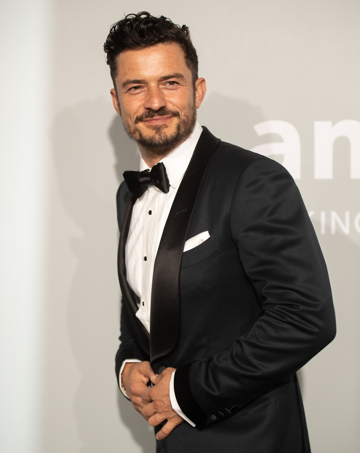 Orlando Bloom's skinny-dipping Instagram is prompting funny reactions on Twitter.