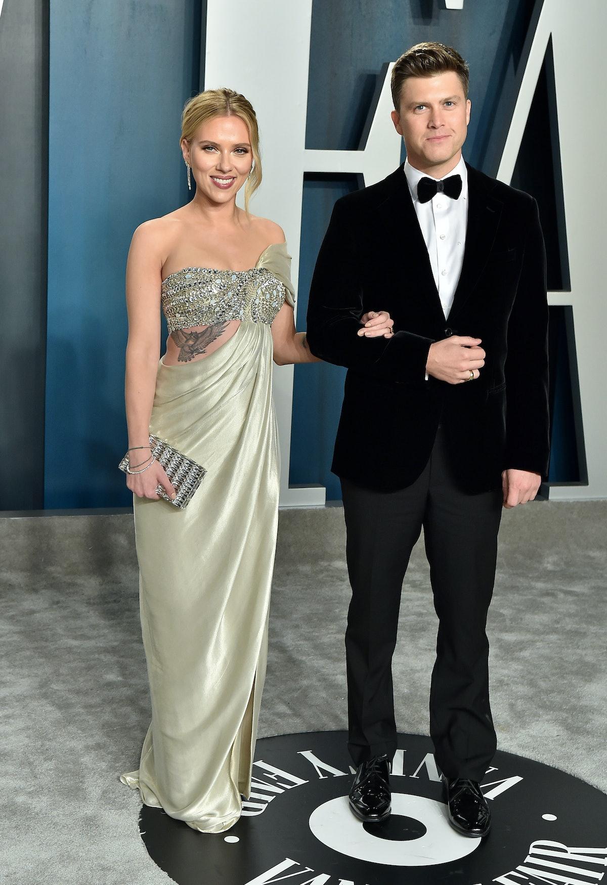 BEVERLY HILLS, CALIFORNIA - FEBRUARY 09: Scarlett Johansson and Colin Jost attend the 2020 Vanity Fa...