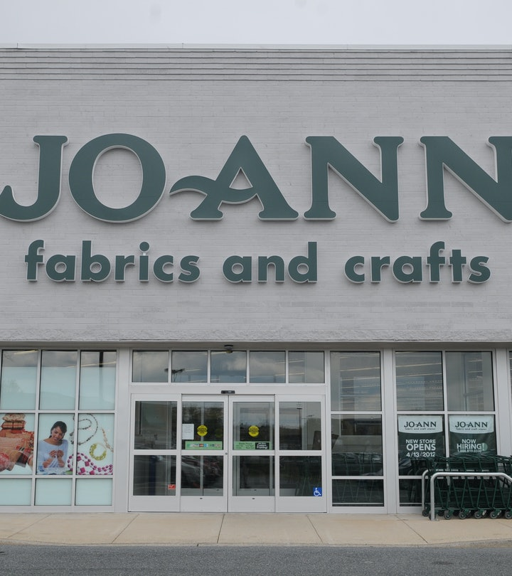 Outdoor image of Joann Fabrics and Crafts store.