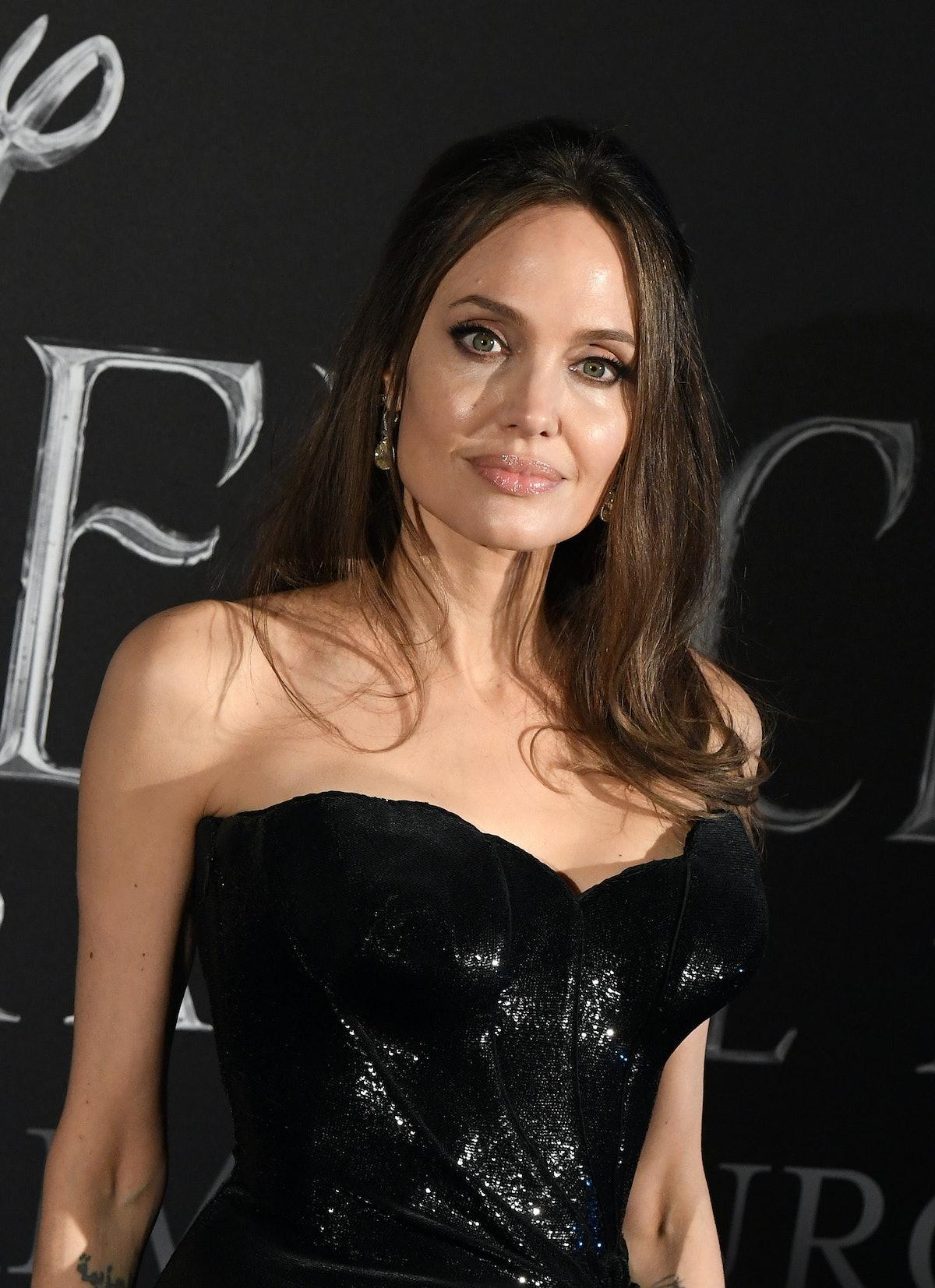 L'actrice américaine Angelina Jolie pose lors de la première européenne du film 'Maleficent : Mistre...