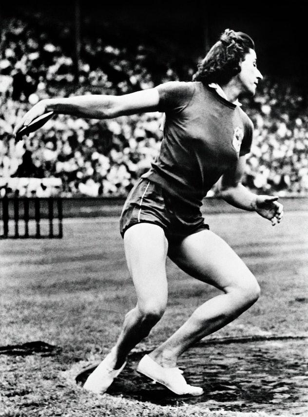 French athlete Micheline Ostermeyer throws the discus during the Olympic Games, on August 01, 1948 i...