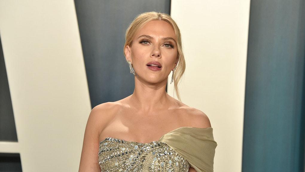 BEVERLY HILLS, CALIFORNIA - FEBRUARY 09: Scarlett Johansson attends the 2020 Vanity Fair Oscar Party...
