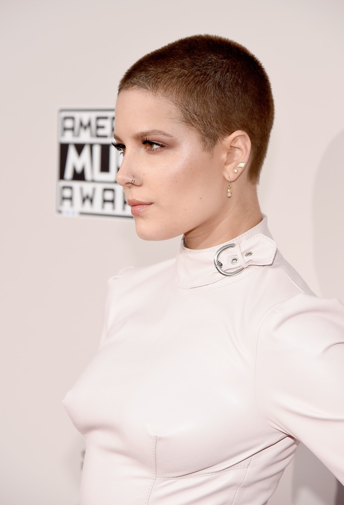 LOS ANGELES, CA - NOVEMBER 20:  Singer Halsey attends the 2016 American Music Awards at Microsoft Th...