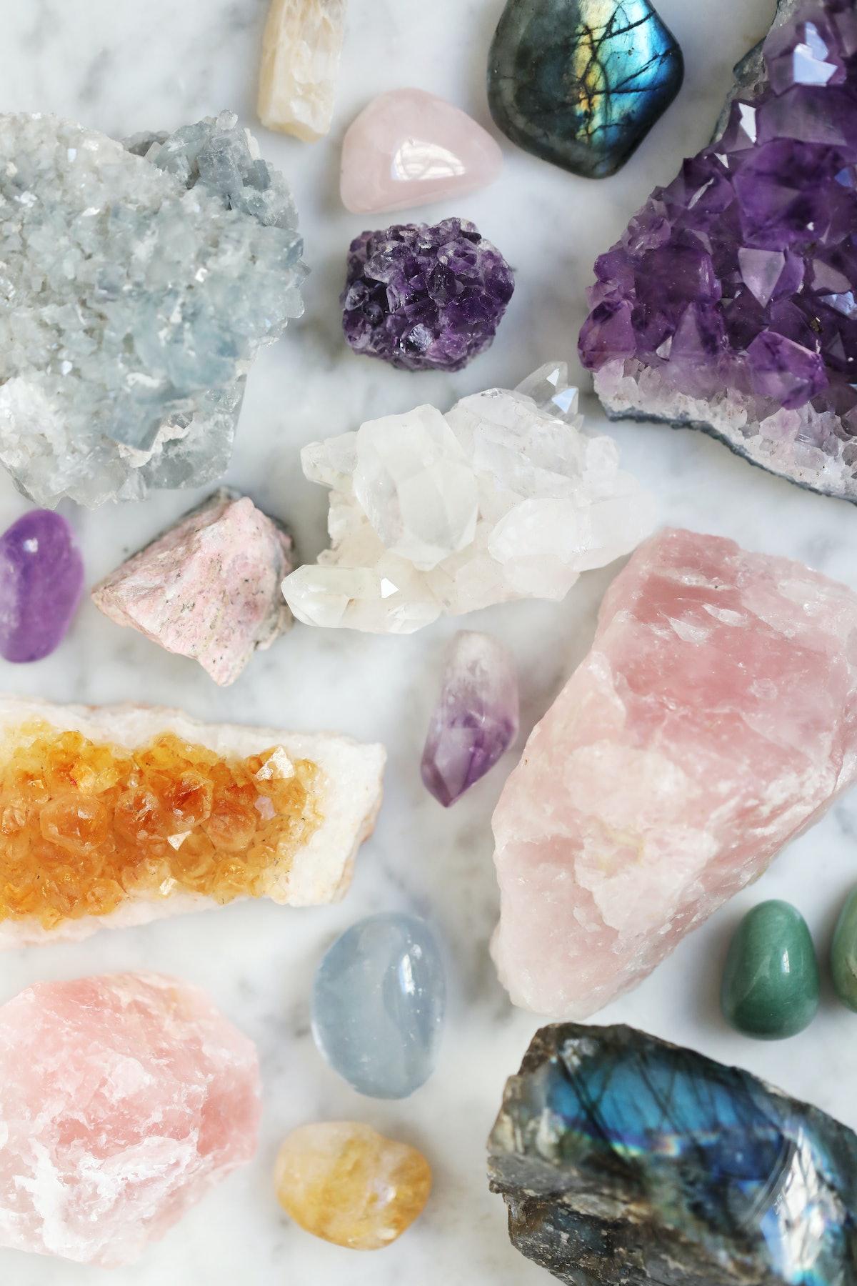 Amethyste, quartz rose, labradorite, citrine, celestine, pierre de lune, aventurine verte, rhodonite...