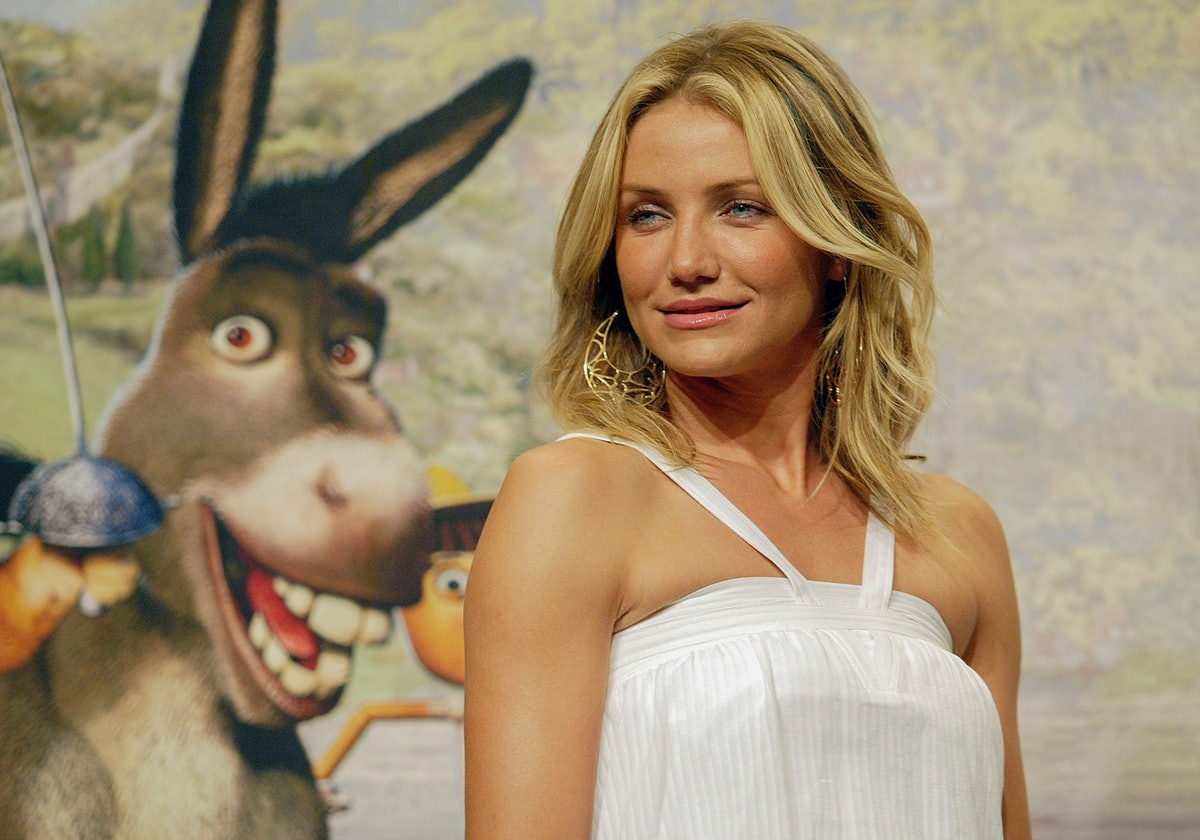 Actress Cameron Diaz hold she's participant film Shrek preview event before pose for media at hotel'...