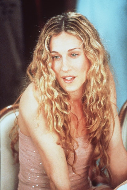 """372624 01: Sarah Jessica Parker stars in """"Sex And The City"""" (""""The Chicken Dance"""" episode). 1999 Para..."""