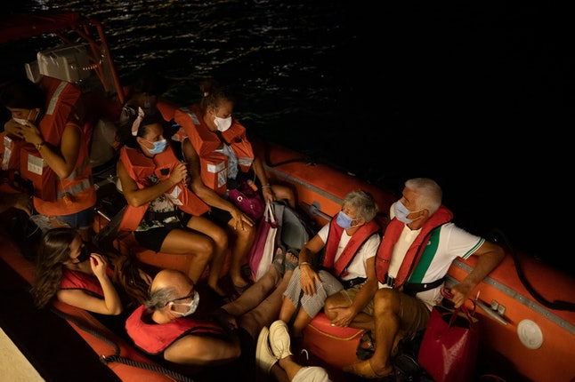TOPSHOT - Villagers are being evacuated by sea by Turkish coastguards in Mila on August 4, 2021 afte...