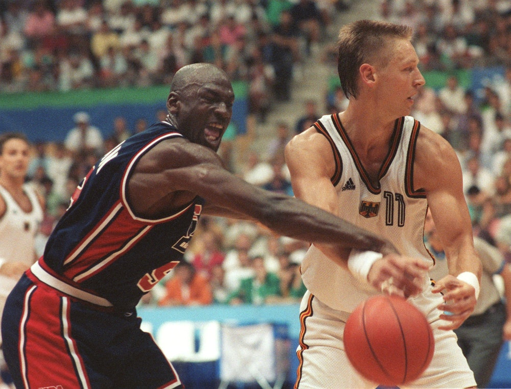 "US-Basketball-Star Michael ""Air"" Jordan  - hier spielt er am 29.07.1992 während der Olympischen Somm..."