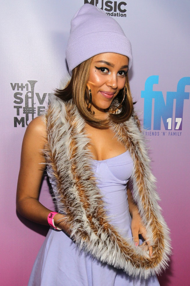 LOS ANGELES, CA - JANUARY 24:  Recording artist Doja Cat arrives at the Friends 'N' Family 17th Annu...