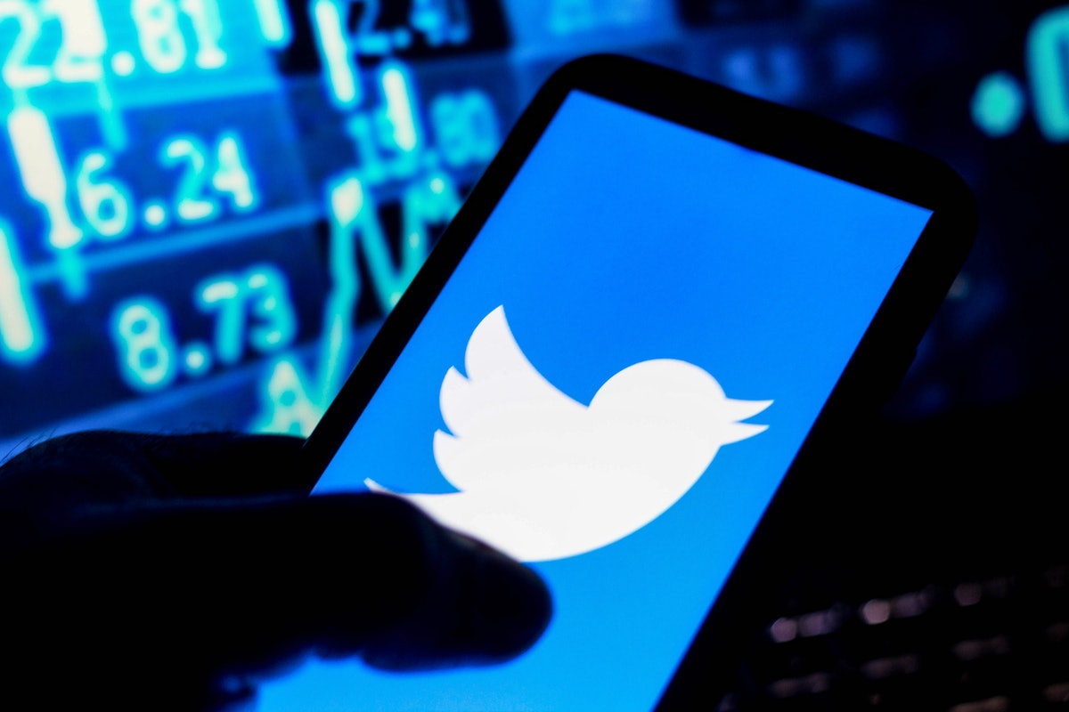 BRAZIL - 2021/08/31: In this photo illustration the Twitter logo seen displayed on a smartphone. (Ph...