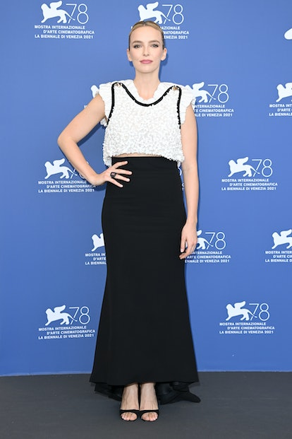 """VENICE, ITALY - SEPTEMBER 10: Jodie Comer attends the photocall of """"The Last Duel"""" during the 78th V..."""