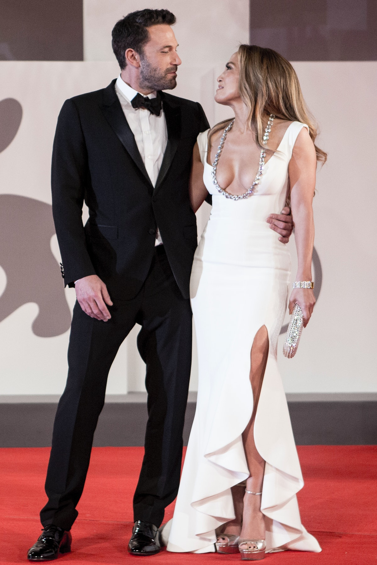 These photos of Ben Affleck and J-Lo making their 2021 red carpet debut are incredible.