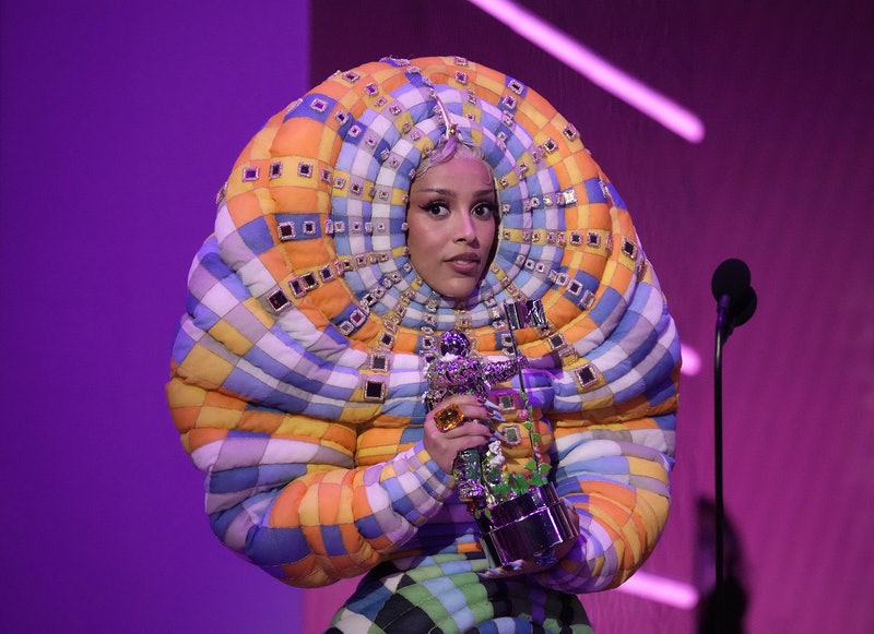"""NEW YORK, NEW YORK - SEPTEMBER 12: Doja Cat accepts the Best Collaboration award for """"Kiss Me More"""" ..."""