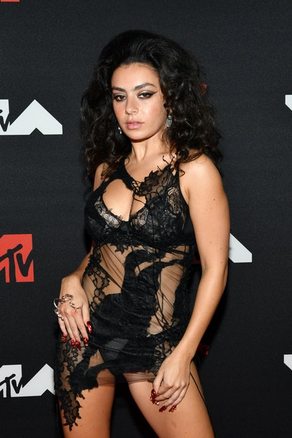 NEW YORK, NEW YORK - SEPTEMBER 12: Charli XCX attends the 2021 MTV Video Music Awards at Barclays Ce...