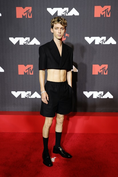NEW YORK, NEW YORK - SEPTEMBER 12: Troye Sivan attends the 2021 MTV Video Music Awards at Barclays C...