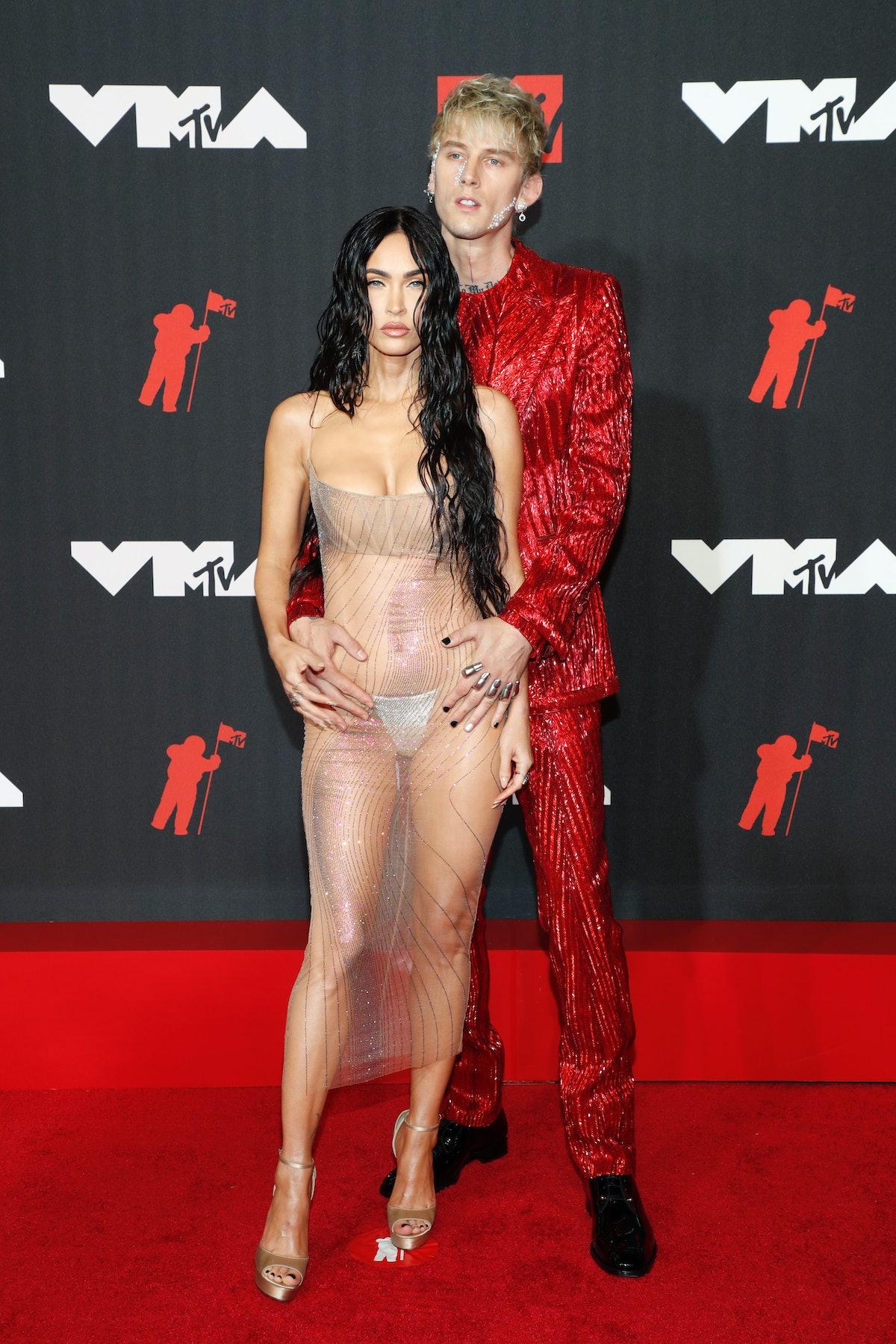 Megan Fox and Machine Gun Kelly's VMAs body language was intense.