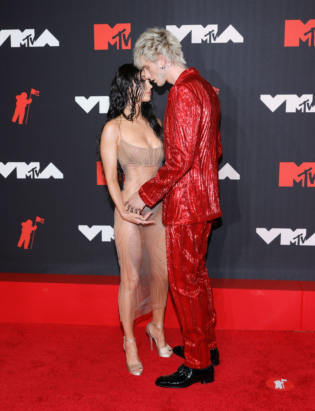 Megan Fox and Machine Gun Kelly's VMAs body language was seriously hot.