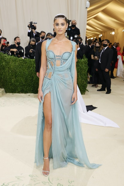 NEW YORK, NEW YORK - SEPTEMBER 13: Taylor Hill attends The 2021 Met Gala Celebrating In America: A L...