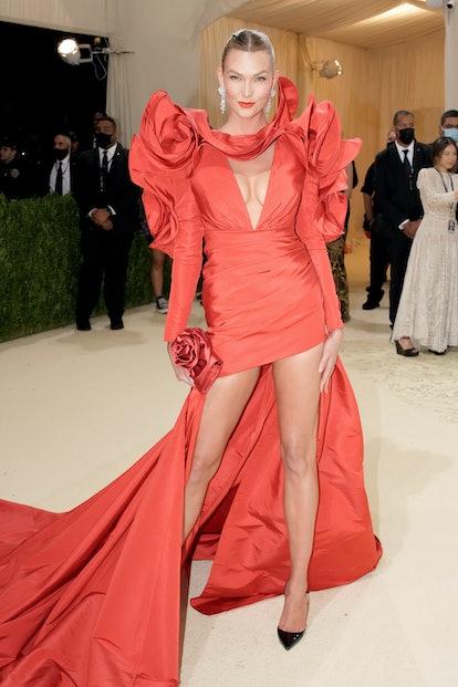 NEW YORK, NEW YORK - SEPTEMBER 13: Karlie Kloss attends The 2021 Met Gala Celebrating In America: A ...