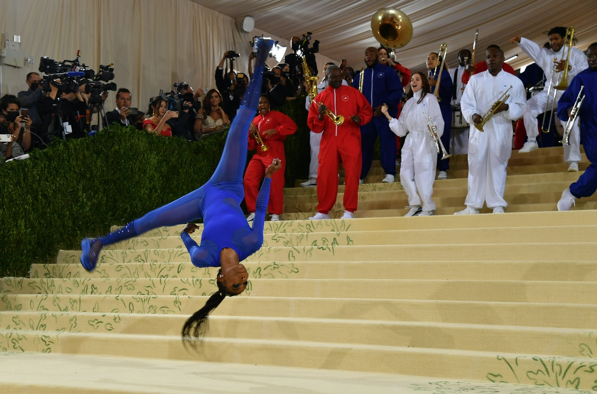 NEW YORK, NEW YORK - SEPTEMBER 13: Gymnast Nia Dennis attends The 2021 Met Gala Celebrating In Ameri...