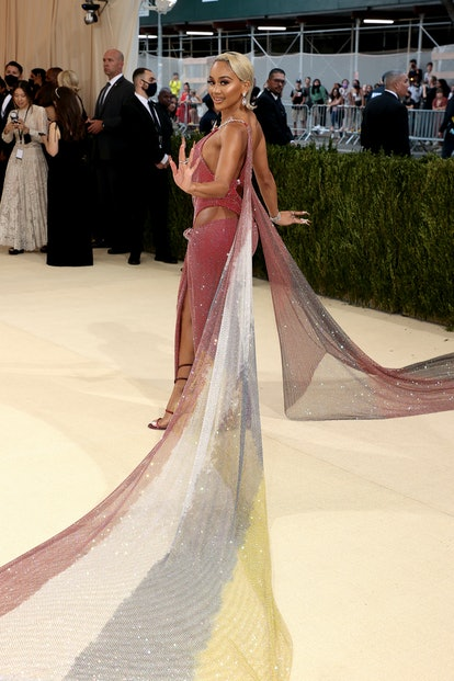 NEW YORK, NEW YORK - SEPTEMBER 13: Saweetie attends The 2021 Met Gala Celebrating In America: A Lexi...