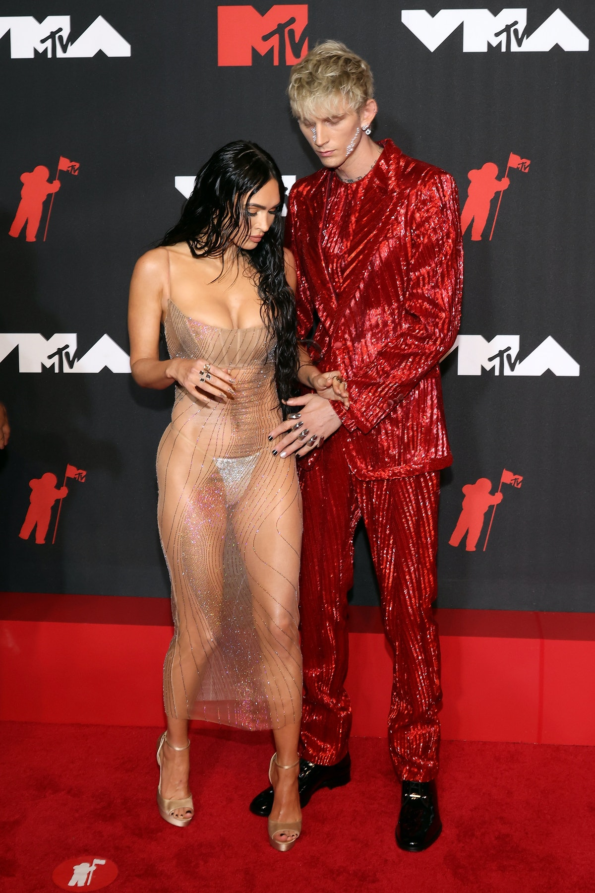 Megan Fox and Machine Gun Kelly's VMAs body language might have been too posed.