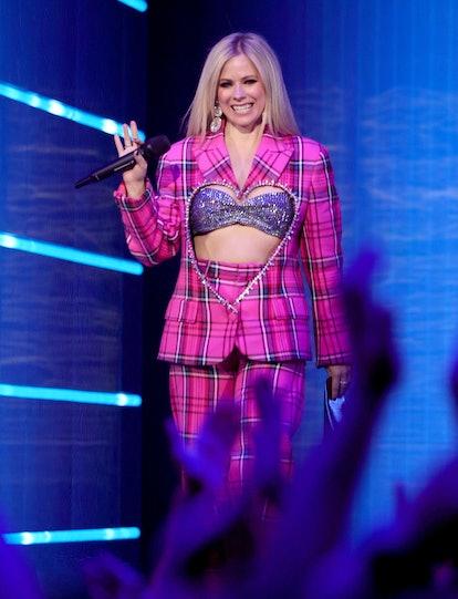 NEW YORK, NEW YORK - SEPTEMBER 12: Avril Lavigne speaks onstage during the 2021 MTV Video Music Awar...